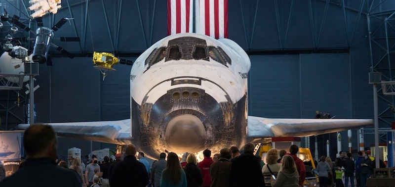 Space Shuttle Discovery - Washington Dulles International Airport.