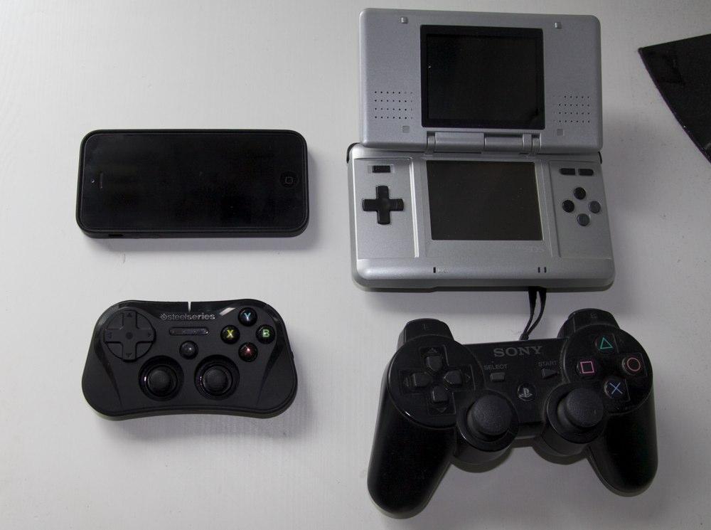 Steelseries Stratus Größenvergleich PS3 und Nintendo DS