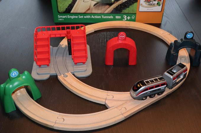 Brio World Smart Tech Smart Engine Set With Action Tunnels